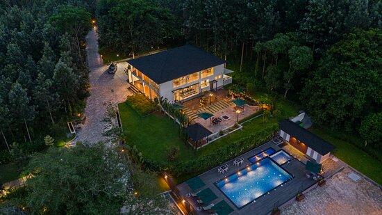Vismita County, Hotels in Chikmagalur