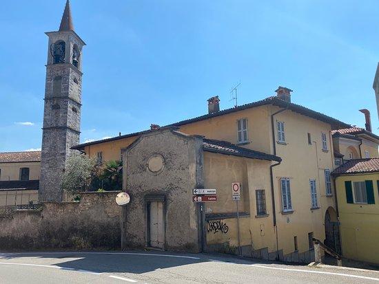 Casa Parrocchiale Con Palla Di Cannone