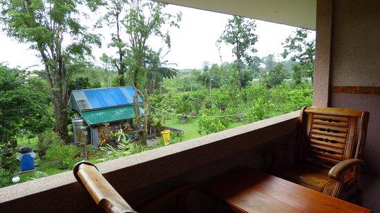 Non Din Daeng, تايلاند: Garden view from room.