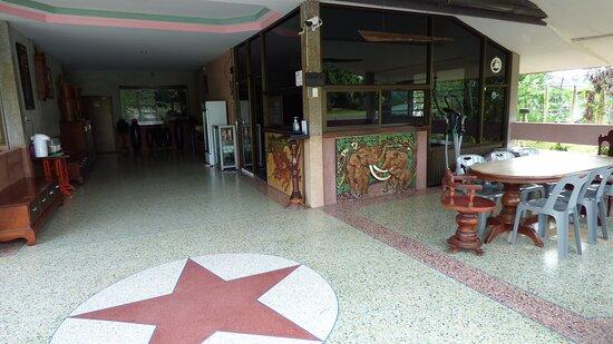Non Din Daeng, تايلاند: The reception area.