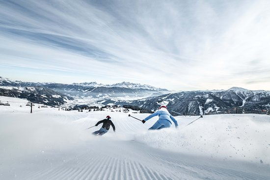 Skiing at Snow Space Salzburg in Flachau - extra wide slopes and an amazing view are waiting for you!