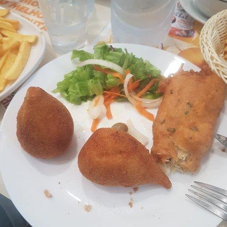 Muy buenos las cousinhas de pollo y el buñuelo de bacalao, precio buenos y el camarero muy agradable