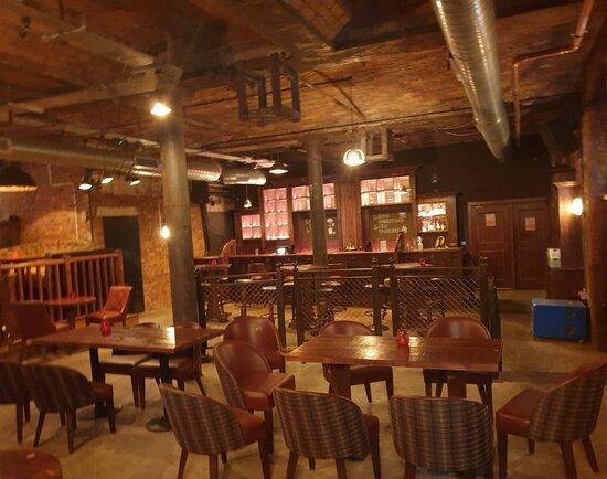 เมอร์ซีย์ไซด์, UK: Punch Tarmey's Pub in Cains Brewery Village.