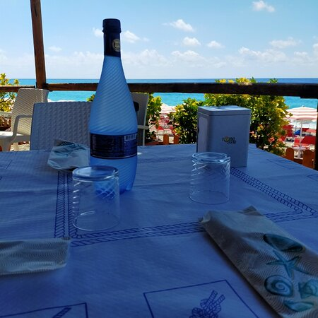 Torremezzo di Falconara, อิตาลี: A pranzo nel lido Aurora