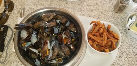 Mussels Mariniere. Dry. Fries.