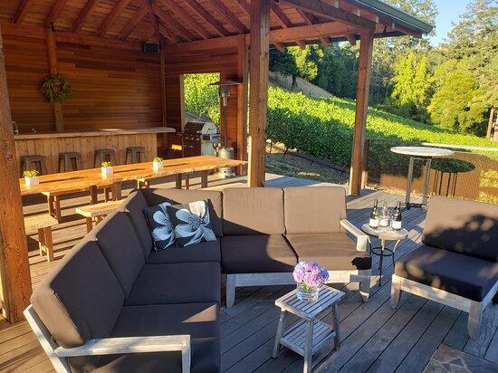 La Honda, كاليفورنيا: Tasting pavilion overlooking Chardonnay vineyard