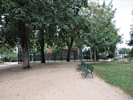 Square Jean Leclaire