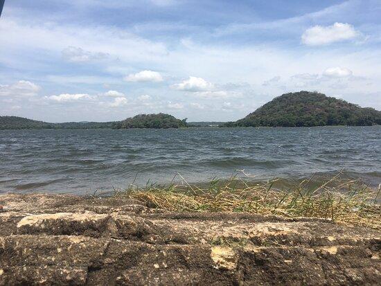 Giritale Lake