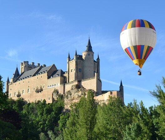 云端热气球之旅