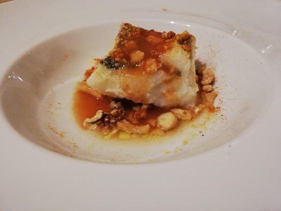 baccalà in gazpacho lucano con noci e polvere di scaldatelli