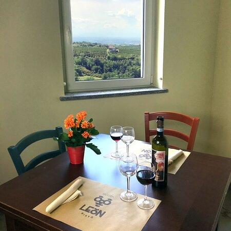 Belvedere Langhe, Olaszország: La vista dai tavoli interni