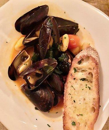 Fresh mussels in garlic bisque