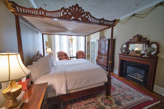 The Inn on Negley: The Breburn suite