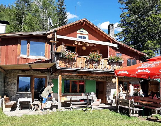 Gemütliche Hütte mit schöner Lage + Aussicht! Sehr freundlicher Wirt.