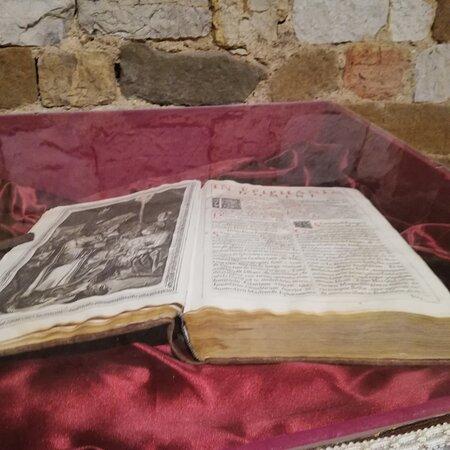 Antichi messali nella cripta