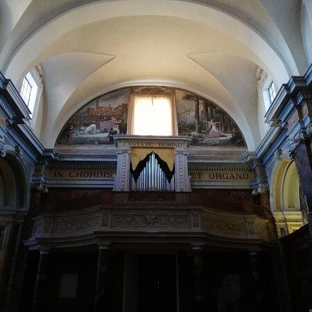 L'organo sul portale