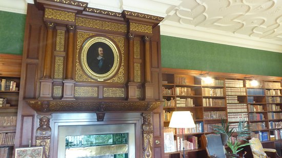 Kiplin Hall and Gardens : Library