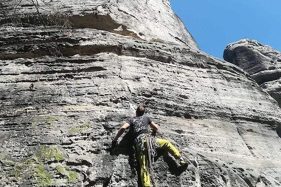 Esperienza privata di arrampicata su roccia di un'intera giornata a