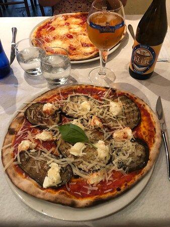Sorrentina : Pomodoro, Mozz.bufala,pomodorino, basilico, origano