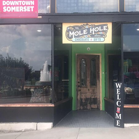 The Mole Hole Gourmet Chocolate, Gifts & Spirits