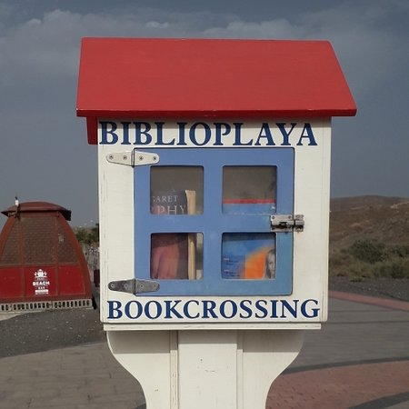 Tarajalejo, Španielsko: Book Swap along the promenade