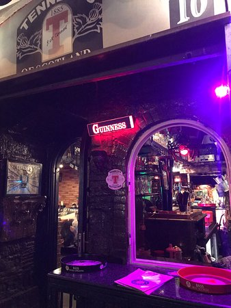 Les Belles Choses Pub