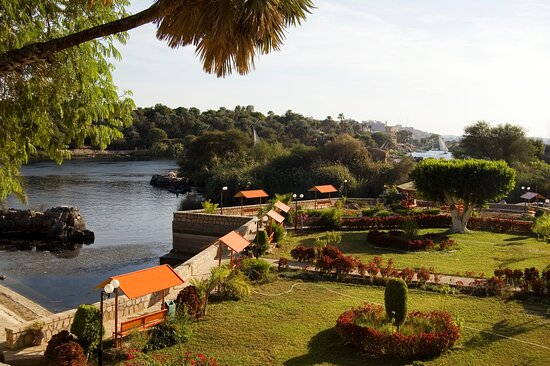 Aswan Governorate, Egipat: Admire the sunset across Aswan during private boat cruise along the famous River Nile. Admire the sights of the Aswan skyline. then enjoy a romantic stroll through the Botanical Gardens. whatsapp+201147862323 info@shebatours.net http://shebatours.net