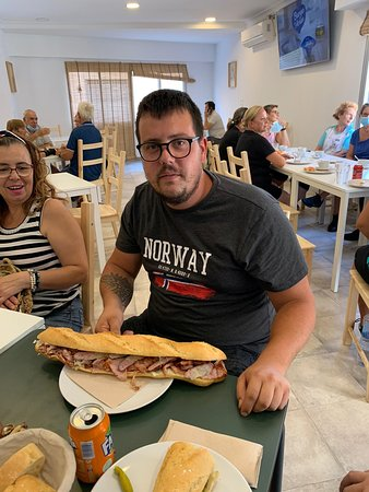 Almuerzo popular valenciano. ¡No hay que saltárselo!