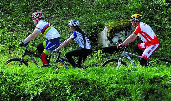 Karlovac County, Κροατία: If you wish to get acquainted with its beauties and sights, you have almost 700 kilometres of bike routes at your disposal. You can explore low-lying Pokuplje, valleys of four Karlovac rivers, rolling karst plateau of Kordun and mountain area of Žumberak massif, Petrova gora (Peter's mountain) and Gorski kotar(Mountain district).