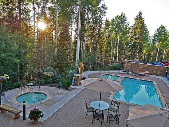 Telluride & Mountain Village, CO: Bear Creek Lodge Pool & Hot Tubs are private & serene!