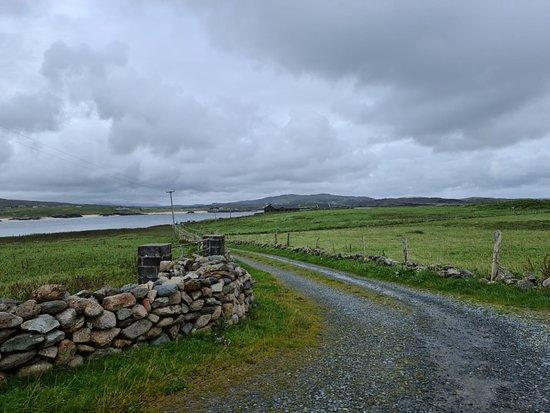 Claddaghduff, Irland: Lane to house