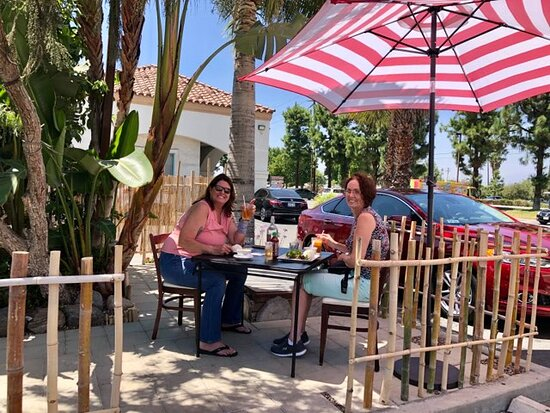 Loma Linda, Kalifornien: We now offer shaded outdoor seating!