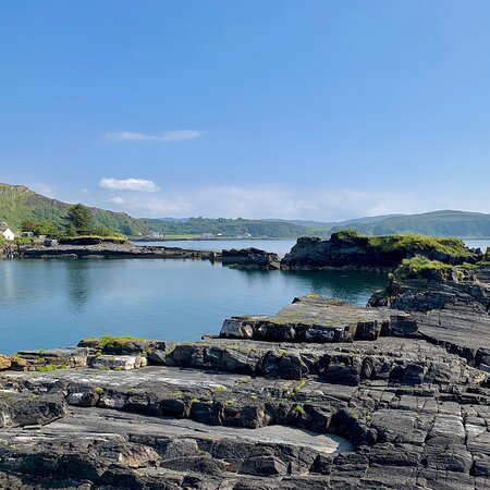 Easdale Island, UK: Easdale, omg what a place. It's a little out of the way. But oh my word it's worth a drive it's so beautiful, sit with your lunch a pair of 'bin's and look for the sea life. It's a place that speaks to the soul and you can just sit and be.