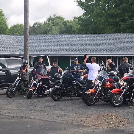 A great biker crew came to visit! Thanks guys! Come back soon!