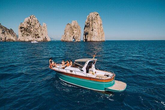 Capri Island Boat Tour vanuit Napels ...