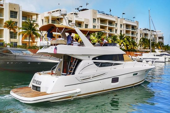 Global Expedition Yacht Rent Cancún