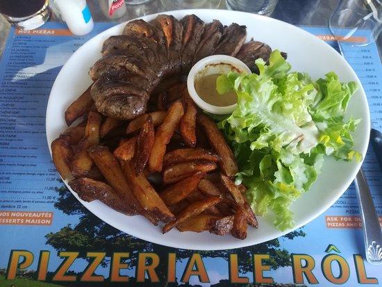 Belveze-du-Razes, France : Magret de canard et frites maison