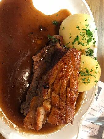 Altdorf bei Nurnberg, Tyskland: Großes Scjhäuferle mit sehr guter Sauce