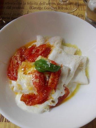 paccheri con crema di burrata e pomodorini caramellati