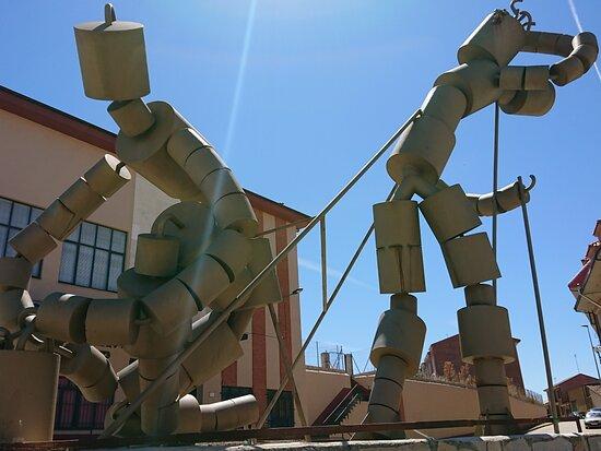 Valderas, Espagne : Monumento viva el vino 🍷 🍷 🍷 de asunción...