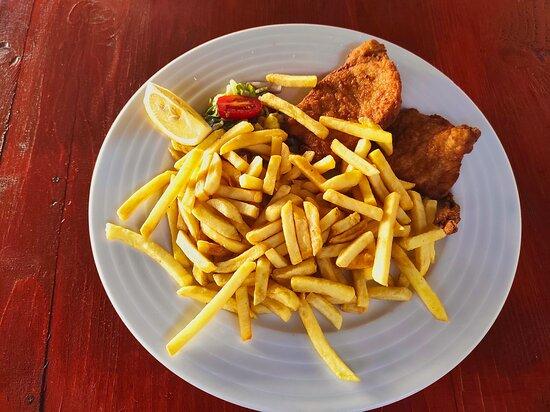 Krusovice, Csehország: Schnitzel mit Pommes