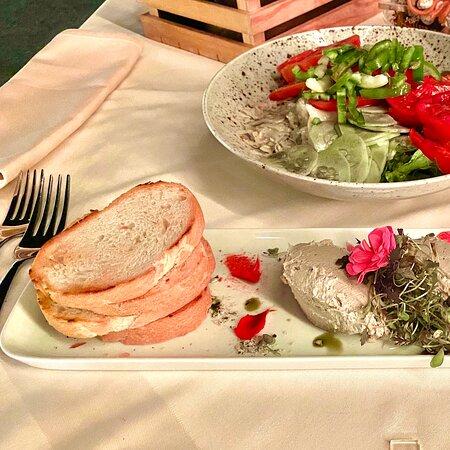 Varazdinske Toplice, Κροατία: Ristorante hotel Bernarda, cibo eccezionale, tutto proveniente dalla loro fattoria, servizio impeccabile!!
