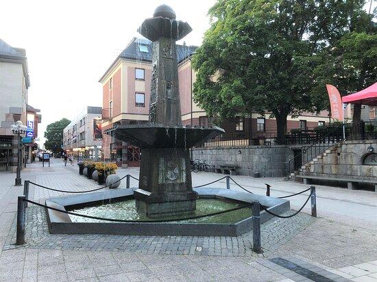 Statyn ''obelisk''