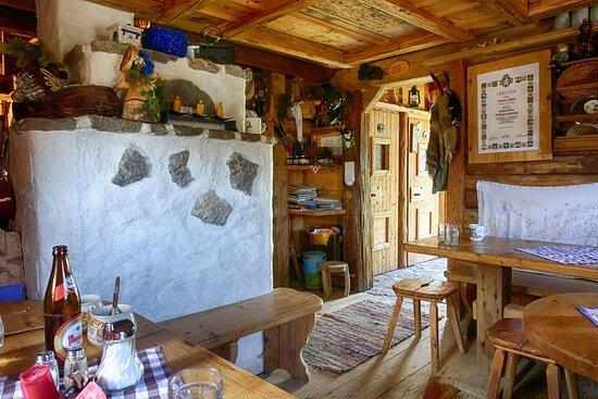 Tauplitz, Αυστρία: Das Innere der Hütte ist sehr gemütlich.