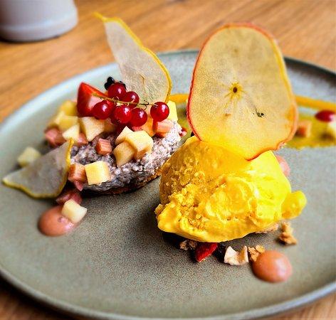 ....ich liebe unser küchen team.....da erzählt man morgens das man rhabarber mag...und schwups wird ein lecker dessert gezaubert..:-)