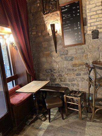 Tiny cosy great pub/bar