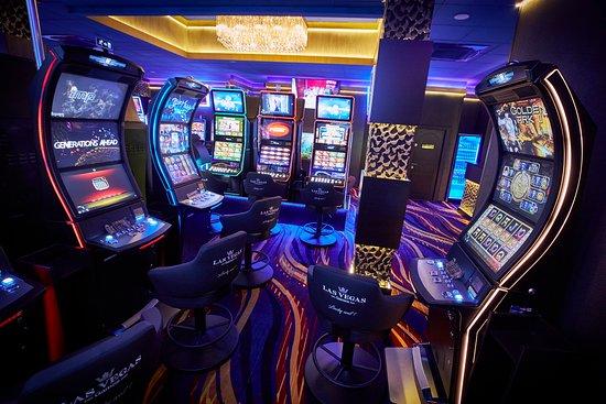 Sala de jocuri Las Vegas Games – Vama, Suceava – gambling, sloturi, pacanele, pariuri sportive, ruleta, jackpot-uri, tombole, premii cash, bar, cafenea, bauturi din partea casei, distractie si multe surprize