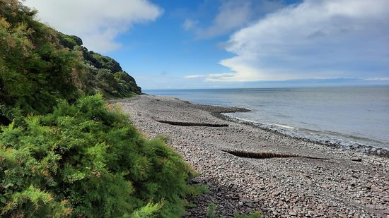 Wheddon Cross, UK: Coastal walk along Minehead beach