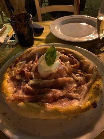 Pompeiana, Itália: pizza crudo e burrata