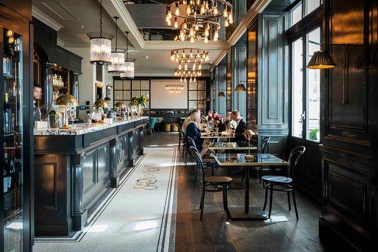 Salon du Nord, hotel bar.